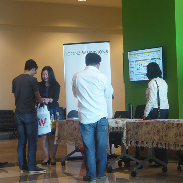 Participants checking out the booths | | BurgieLaw Startup-Legal Conference 2016